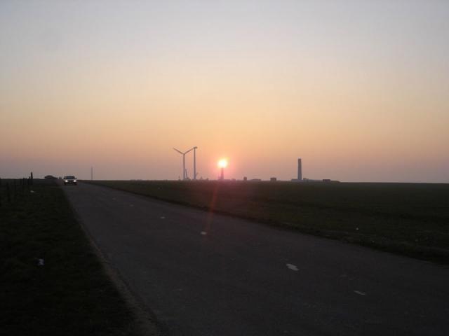 Couché de soleil sur les éoliennes