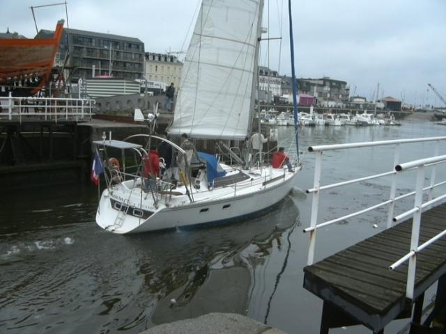 Un bateau dans le port