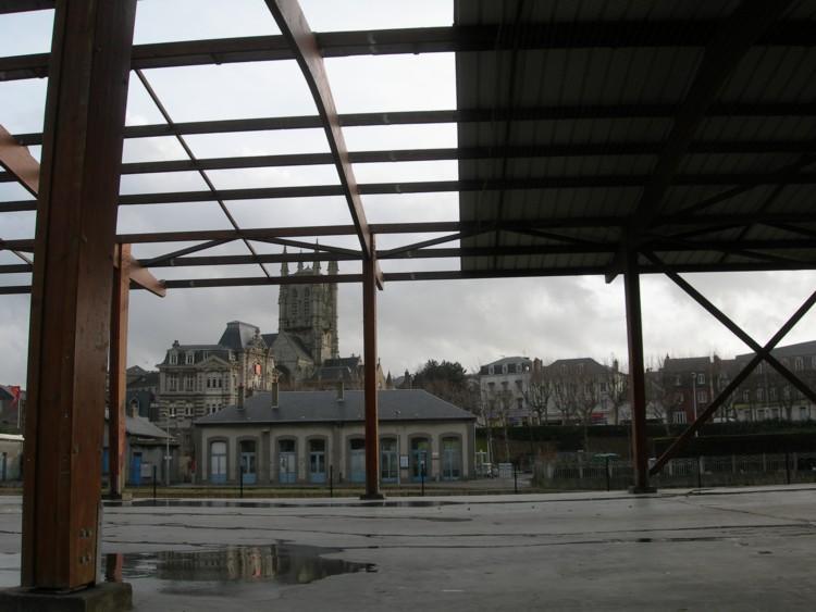 Les derniers hangars SNCF en cours de destruction
