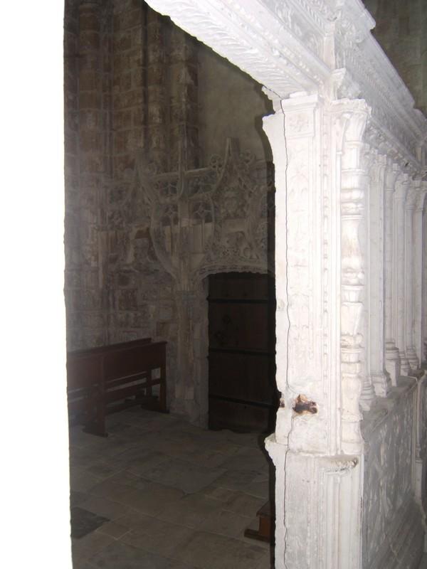 Abbaye de Fécamp - la porte d'accés à la crypte