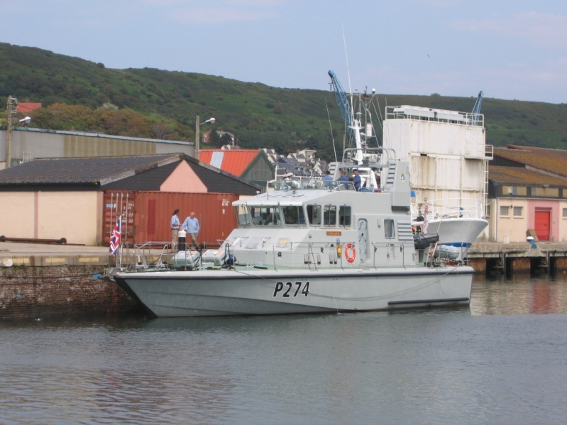 HMS TRACKER P274
