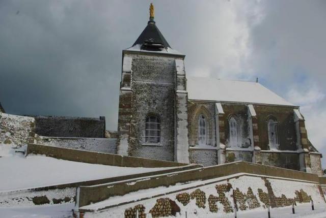 la chapelle sous la neige
