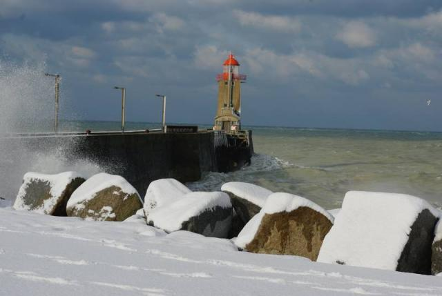 phare sous la neige