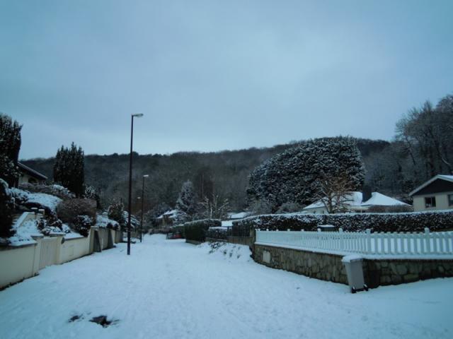 Dernières maisons du Val au Clercs enneigé