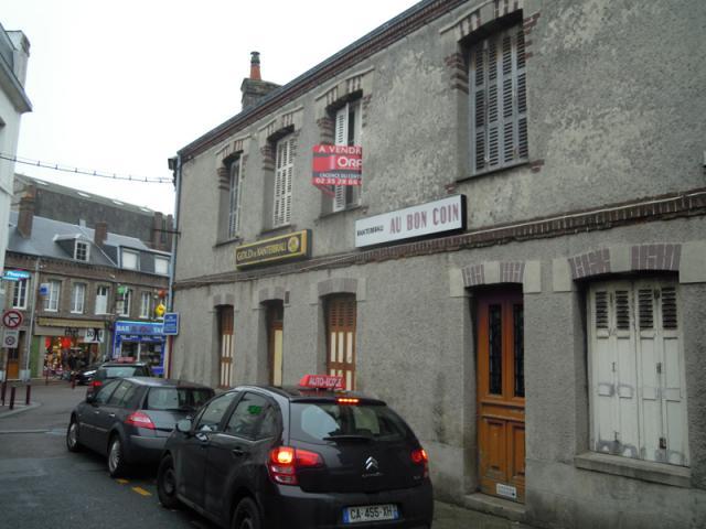Au bon coin, rue Léon Desgenétais