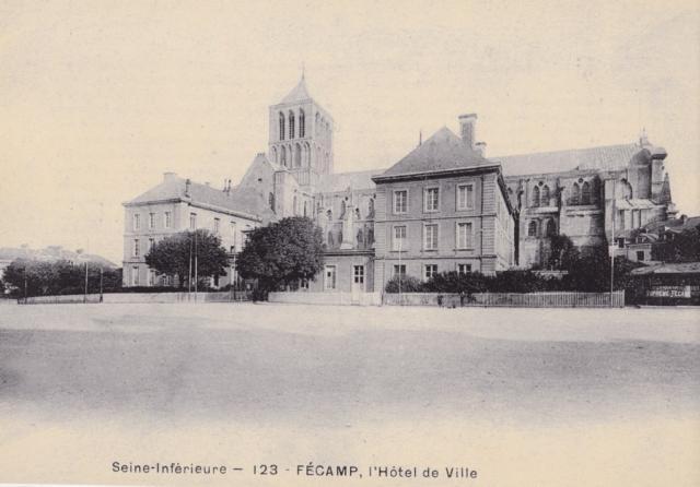 Place du Général Leclerc, autrefois place de l'Hôtel de ville