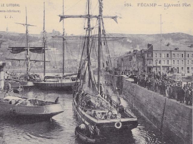 """Le Grand Quai, la """"Fauvette"""", goellette à huinier, commandée par le Dantec"""