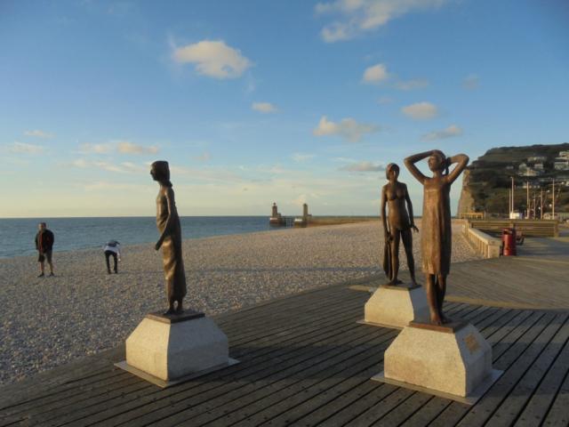 """sculptures de Dominique Henry, """" l'heure du bain """""""