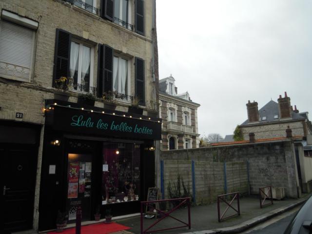 Lulu Les Belles Bottes, rue Félix Faure